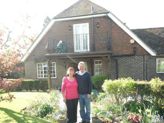 Iwood Bed & Breakfast: Audrey and Jack in front of Iwood, lovely grounds.