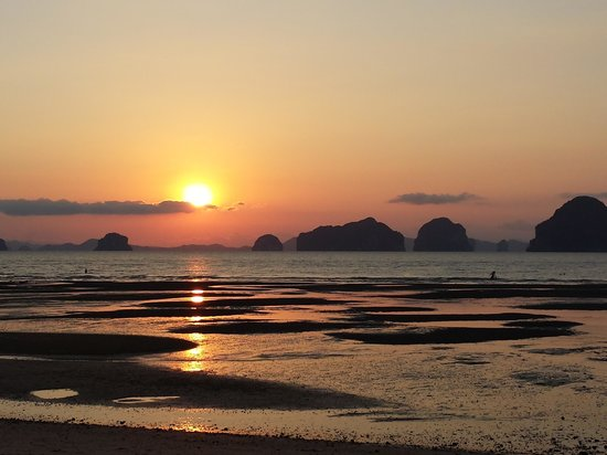 Tup Kaek Sunset Beach Resort: Spectacular Sunset view from beachfront