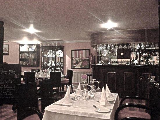 La Perle: WIndow table view