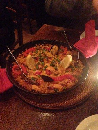 Carmen Tapas: Delicious Paella