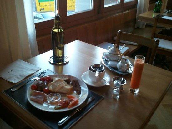 Boutique Hotel Schluessel : 아침 식사 준비