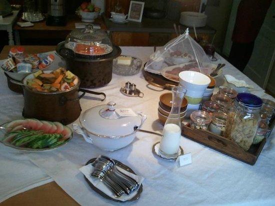 Boutique Hotel Schluessel : 식당, 마침 가정식사와 같습니다.