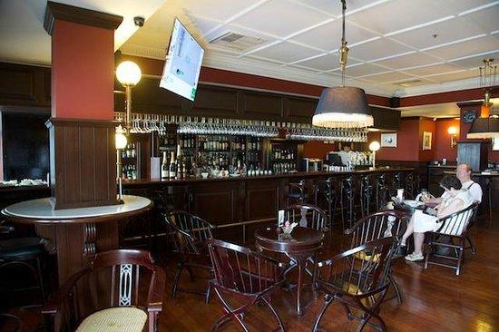 Eastern & Oriental Hotel: Farquah's Bar