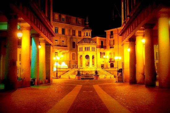 Albergo Rondo: acqui terme piazza della bollente