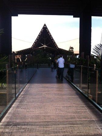 Lopesan Baobab Resort : Entrance walkway