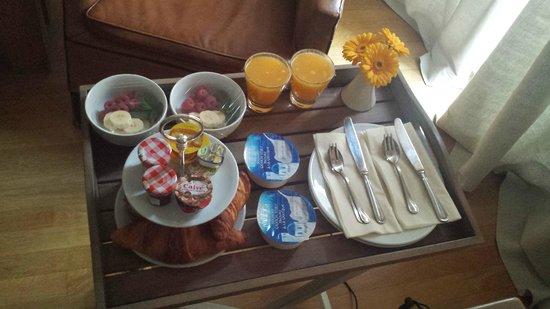 Le Quartier Sonang: Breakfast tray