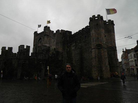 Gravensteen Castle : Otra toma por fuera