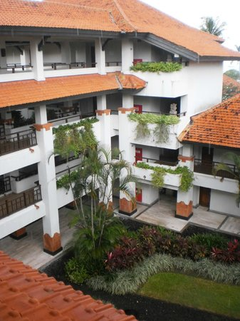 Grand Hyatt Bali : такие переходики между корпусами не позволяли  промочить ноги, в случае дождя