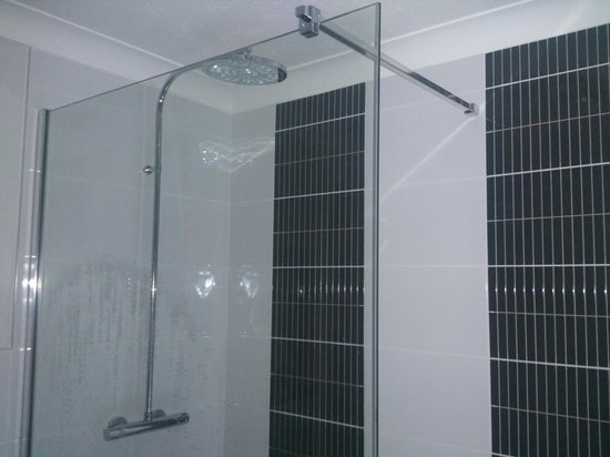 Brunswick Hotel: HUGE shower