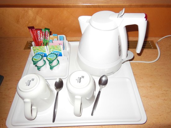 Holiday Inn London Kensington Forum : tea tray