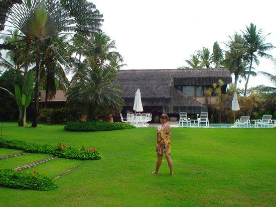 Villas de Trancoso: Restaurante ao fundo junto à piscina