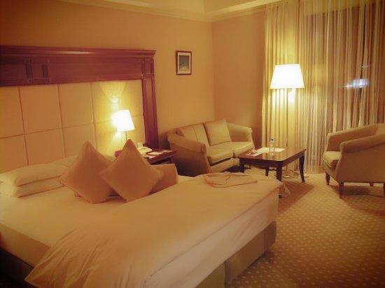 Premier Hotel -TSUBAKI- Sapporo: デラックスルームはソファもあって快適な滞在が楽しめる