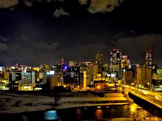 Premier Hotel -TSUBAKI- Sapporo: デラックスタイプの客室から眺める札幌の夜景