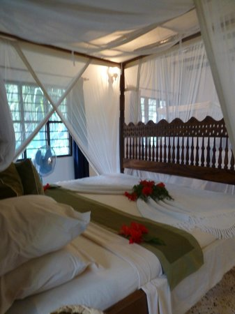 Pongwe Beach Hotel : Bed