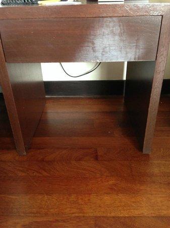AVANI Sepang Goldcoast Resort: Side Table marks