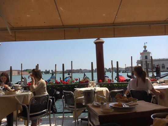 Hotel Monaco & Grand Canal : Vista dal posto in cui mi sono seduta io! Bellissima
