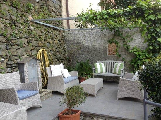 La Torretta: Another public patio