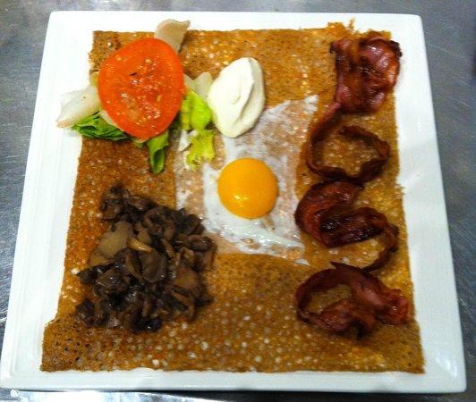 Crêperie Le Frenchy: Galette lard, champignons, oeuf et crème fraîche