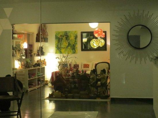 Le Safran La Suite : lovely little fair trade shop inside the Hotel