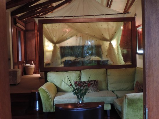 Arusha Coffee Lodge: Inside our lodge