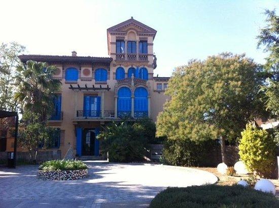 Mas Passamaner : Edificio modernista de Domenech i Muntane