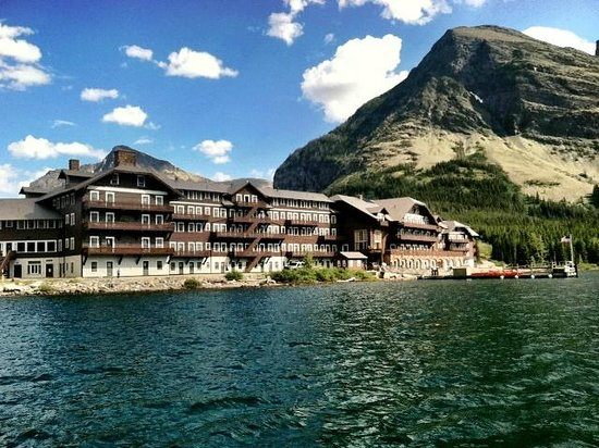 Many Glacier Hotel: View from boat