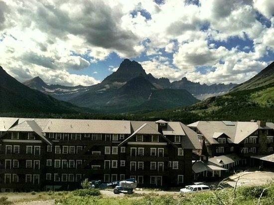 Many Glacier Hotel : Grounds