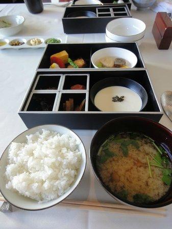 Niki Club: 和朝食