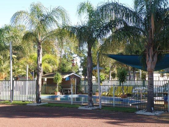 Nathalia Motel and Holiday Park: Creek