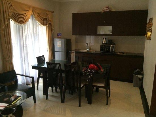 Kuta Townhouse Apartments: Kitchen/Dining area