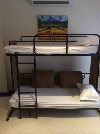 Kuta Townhouse Apartments: Bunk beds