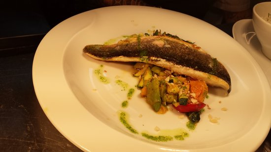 Greys Sitges: thai style sea bass