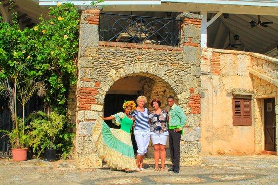 Altos de Chavon: мы с доминиканцами