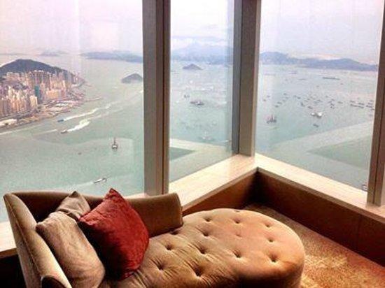 The Ritz-Carlton, Hong Kong : Chaise longue in room