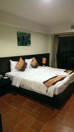 APK Resort : постельное белье не меняли, пока не сбросишь на пол