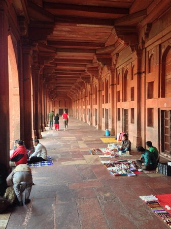 Fatehpur Sikri: Händler unter den Torbogen