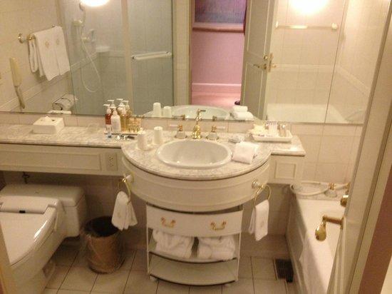 Dai-ichi Hotel Tokyo: Nice big bathroom
