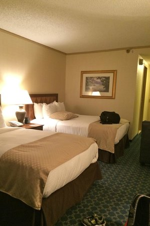 DoubleTree by Hilton Hotel Tulsa - Warren Place: Clean and spacious