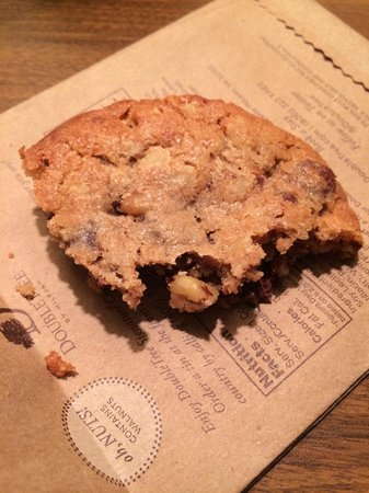 DoubleTree by Hilton Hotel Tulsa - Warren Place : Warm, freshly baked cookies