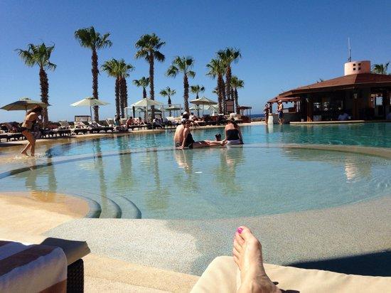 Pueblo Bonito Pacifica Golf & Spa Resort: Poolside