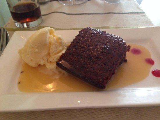 AJ's Bistro: Lovely sticky toffee pudding