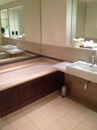 The Arden Hotel : A lovely deep bath
