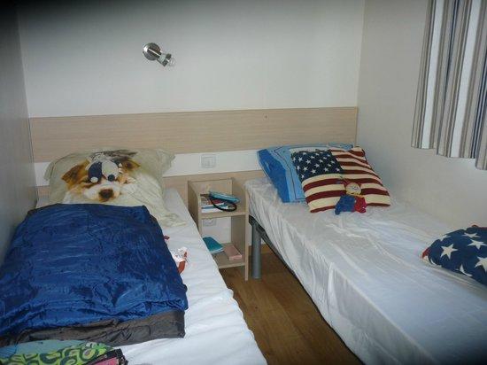 Chambre 2 personnes picture of camping le boucanet le for Chambre 2 personnes