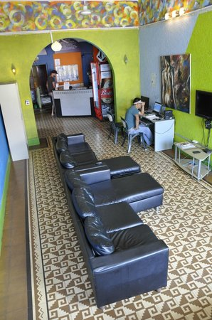 Hostal Mamallena: Tv room