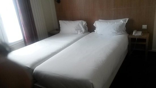 Hotel Gabriel Paris-Issy: Two single beds joined together... Was not bad though
