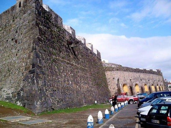 Forte de S. Bras: Rund um das Fort