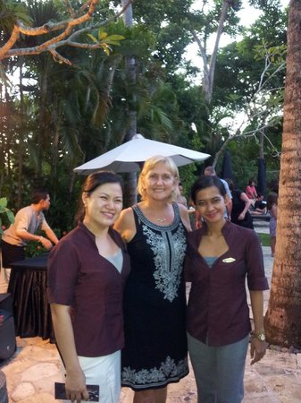 The Royal Beach Seminyak Bali - MGallery Collection: Poolside drinks with Royal Beach staff