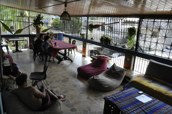 Hostal Mamallena: Relax on the patio
