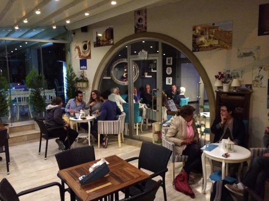 Gundogan, Turki: Evening gossip