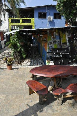 Hostal Mamallena: Enjoy a beer in the garden
